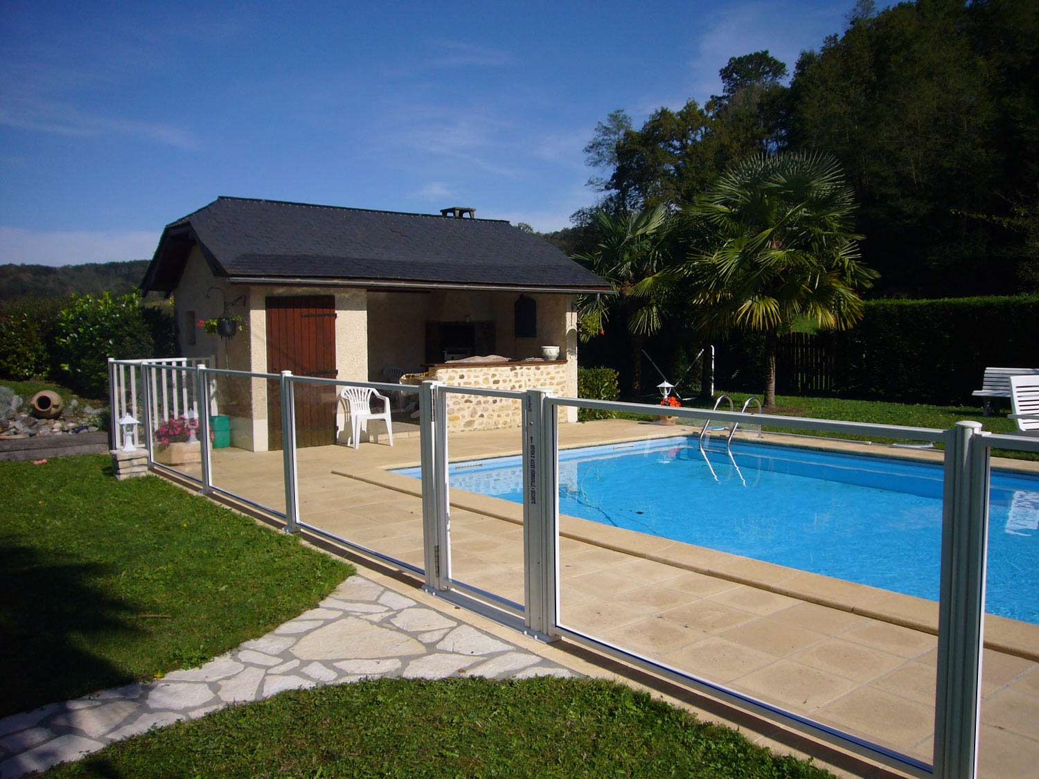 Barriere piscine for Cloture de piscine